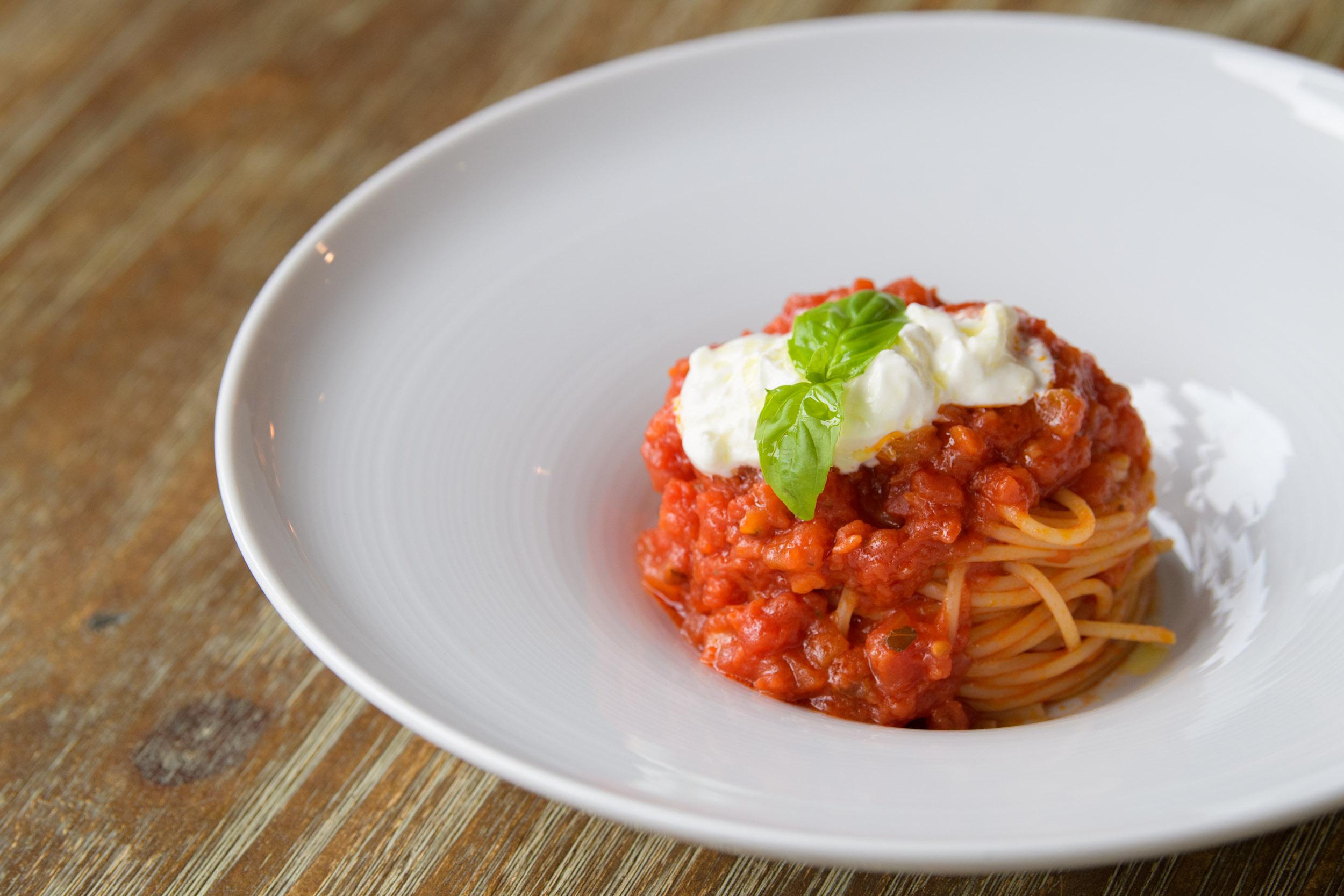 Ad Majora Caffè - Spaghetto al pomodoro e burrata